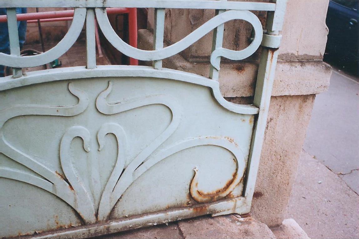 Portail en métal avant rénovation